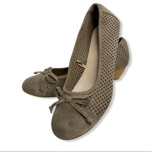 Seychelles Perforated Leather Low Wedges 9W